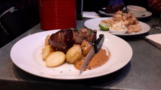 New Windsor Hotel: Rump Steak & Calamari