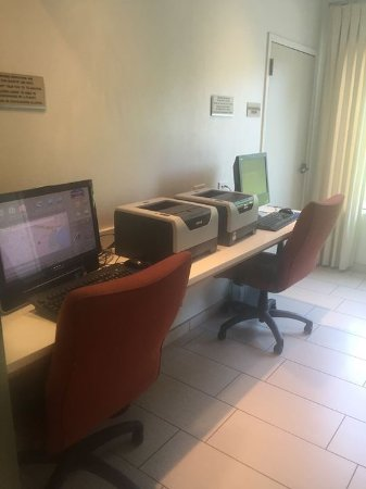 SpringHill Suites Alexandria: Business Center