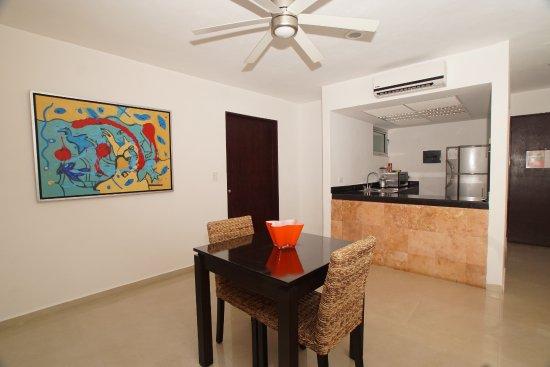 Hotel Bambu Suites: Comedor/Cocineta  habitación Junior Suite