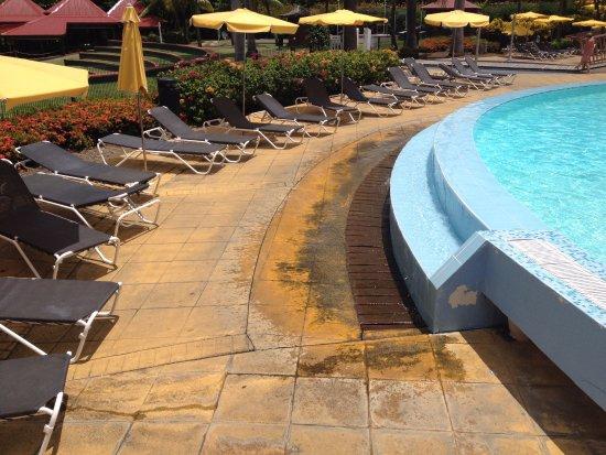 Abords piscine - Photo de Pierre & Vacances Village Sainte Luce ...