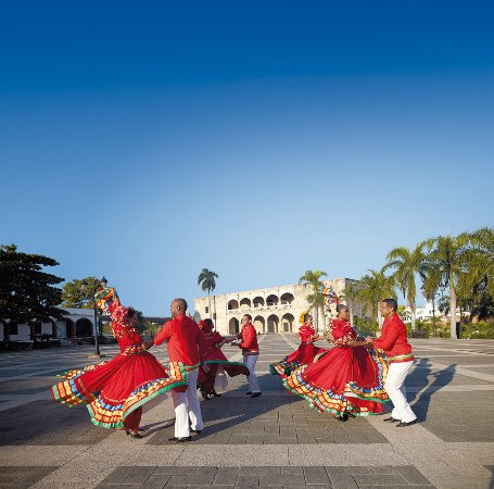 Dominican Republic: Folkloric dancers at the Alcázar de Colón, Santo Domingo