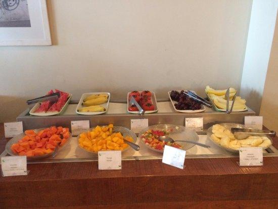 Tulip Inn Rio Copacabana: Café da manhã: frutas à vontade.