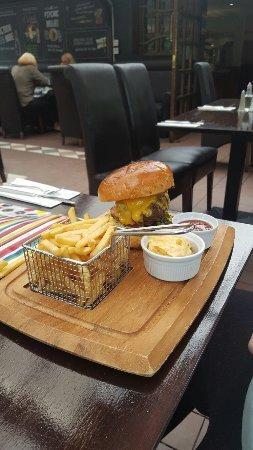 Clydebank, UK: Beautifully succulent cheeseburger.