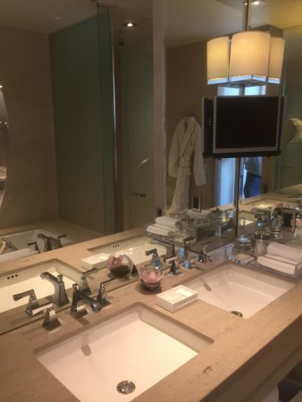 The St. Regis San Francisco: Bathroom TV is a nice touch
