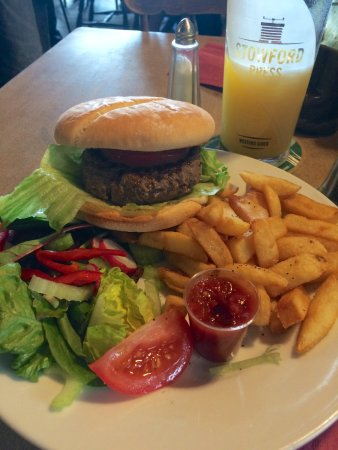Dittisham, UK: Great Burger, Shame I couldn't have an FBI with it…