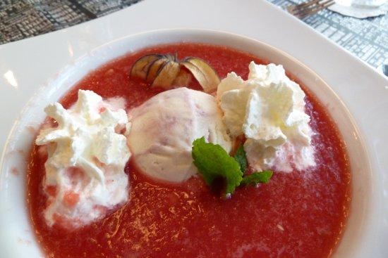 Ostseebad Prerow, Alemanha: Melonenkaltschale mit Joghurt-Kirscheis