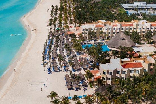 Blue parrot beach bar - Picture of Viva Wyndham Maya, Playa del ...