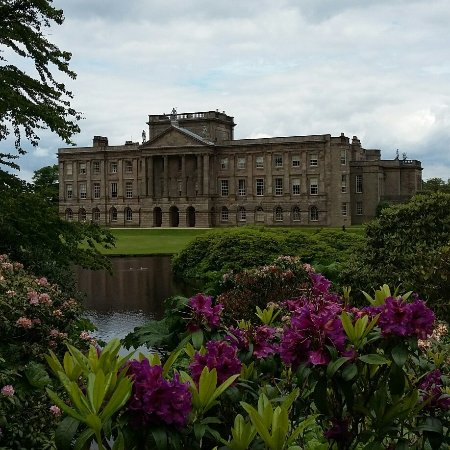 Lyme Park: Lovely day, lovely house & gardens, volunteers very knowledgeable loved it.