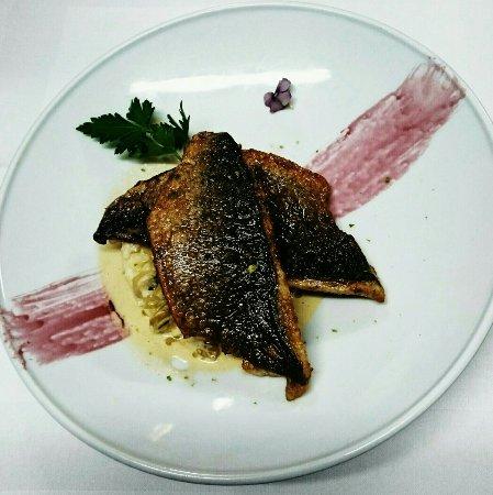 La Batisse : Filet de dorade royale, risotto, fondue de poireaux et coulis de fenouil
