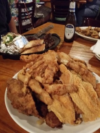 Springfield, LA: Charlie's seafood platter husband and I share