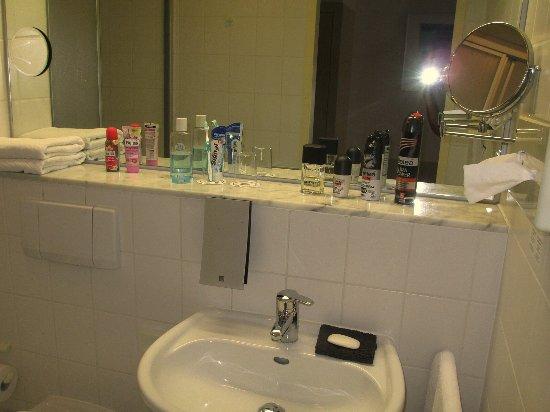 Mini Kühlschrank Für Badezimmer : Mini kühlschrank bild von best western hotel prisma neumünster