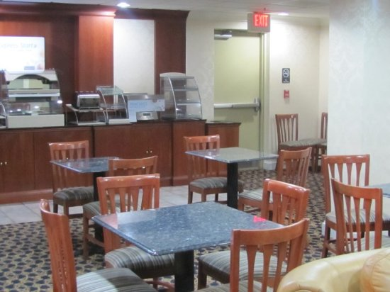 Holiday Inn Express Hotel & Suites Murray : Morning Breakfast Area