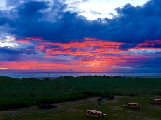 Hi-Tide Ocean Beach Resort: Sunset view from your unit