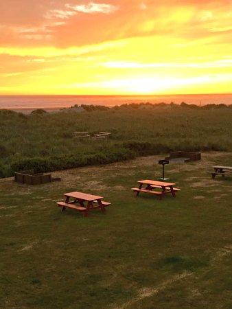 Moclips, WA: Picnic tables, BBQs, sand dunes, & sunsets