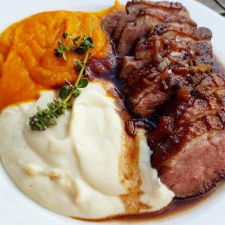 The Sylmar: филе утки и пюре из моркови и сельдерея. очень вкусно!!