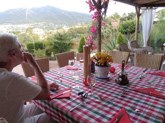 B&B Guesthouse Casa Don Carlos: 's avonds heerlijk buiten dineren