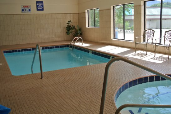 Luxury Inn & Suites: POOL AND HOT TUB AREA