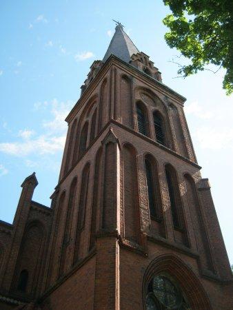 Bartoszyce, بولندا: колокольня костела