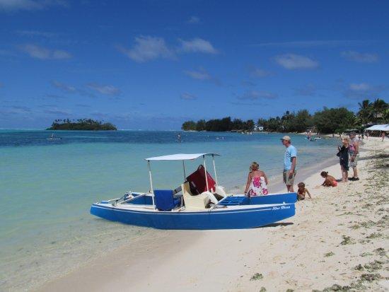 Muri Lagoon: Papa Ken hajójánál a házigazdánkkal, Mike-kal