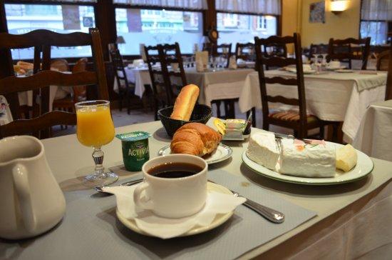 Neufchatel en Bray, França: Le petit déjeuner continental.