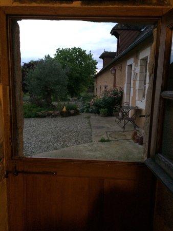Ballon, France : Skønt morgenbord i charmerende omgivelser.