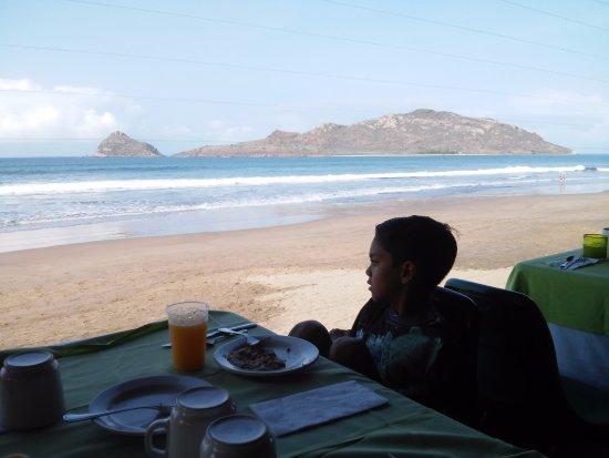 Hotel Playa Mazatlan: desayuno frente al mar