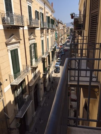 Hotel Porta Felice: Street view from our room