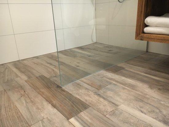 Mooie badkamer vloer in gerenoveerde kamer. - Bild von BERGHAUS ...