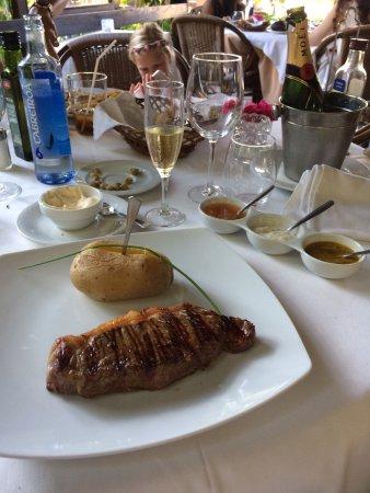Meson Los Patos: Sirloin steak en speeltuin voor de kinderen