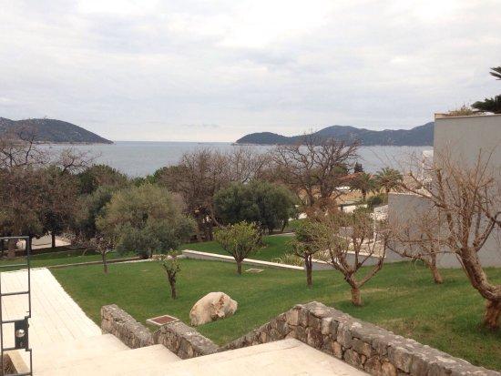 Radisson Blu Resort & Spa at Dubrovnik Sun Gardens: Location