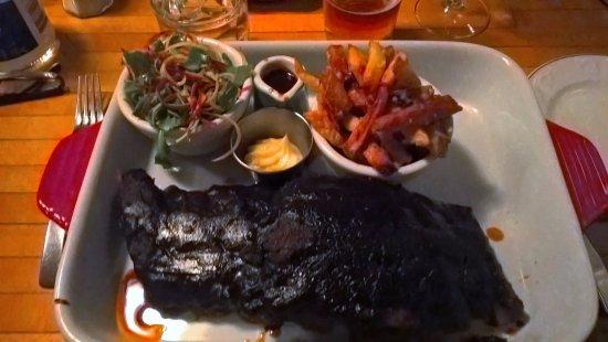 Chez Ma Grosse Truie Chérie : Grosse cochonne avec sa couenne + frites et légumes maison