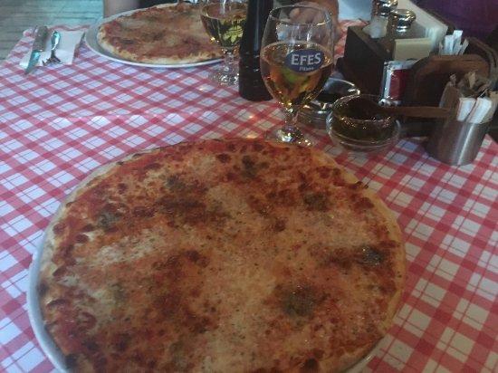 Arka Restaurant & Pizzeria: Quattro Formaggi pizzas