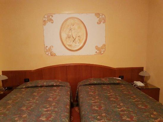 Hotel Plaza Padova: 20160621_220606_large.jpg