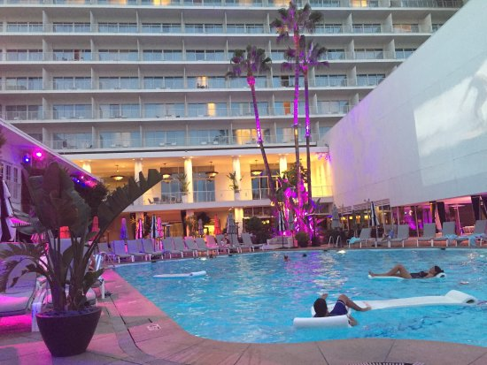 The Beverly Hilton: Pool views and exterior views.
