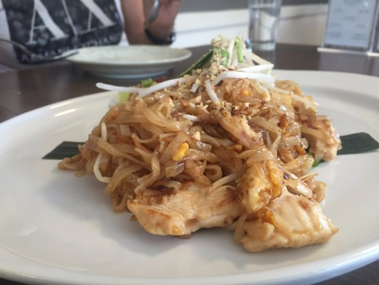 Pemberton, كندا: Phad Thai was flavourful and fragrant!