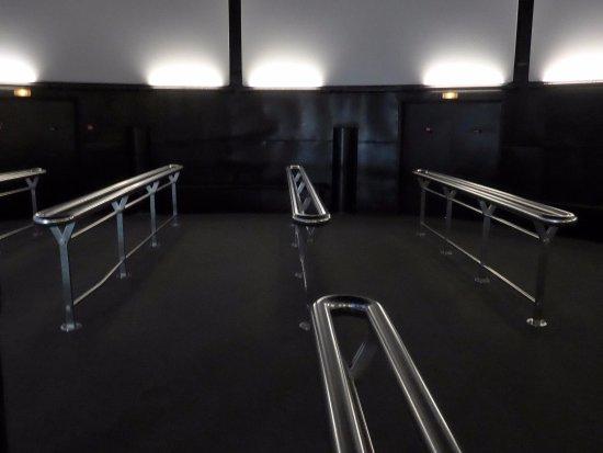 Arromanches 360 : Kein Sitzkino - es wird gestanden