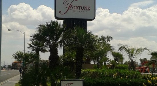 Fortune Hotel & Suites: Placa