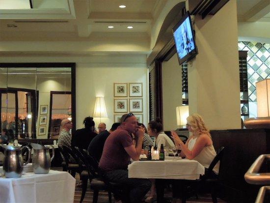 Ocean One Bar & Grille: interior