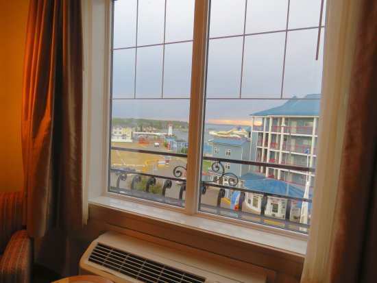 Best Western Plus Chateau Inn Sylvan Lake : A condo building blocks the view to the right