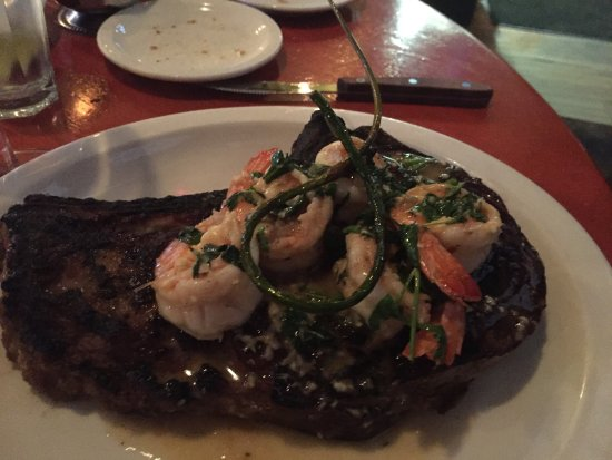 Kingston, Nowy Jork: The most delicious steaks topped with a fancy garlic scape! Loved when I heard he just got the s