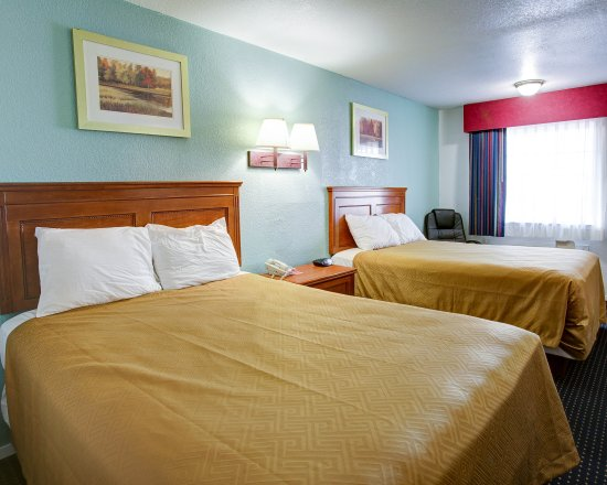 Econo Lodge: Two Queen