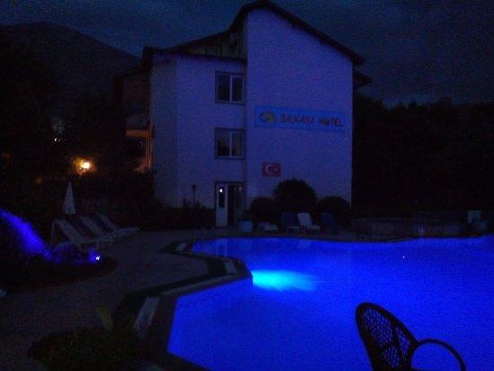 Balkaya Hotel: gece havuz