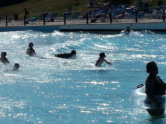 Red Oaks Waterpark: Wave pool