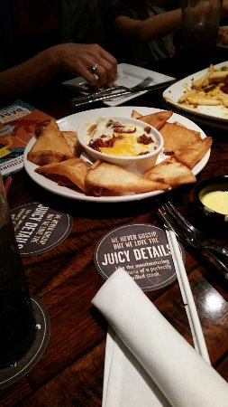 LongHorn Steakhouse : Bacon cheddar dip!