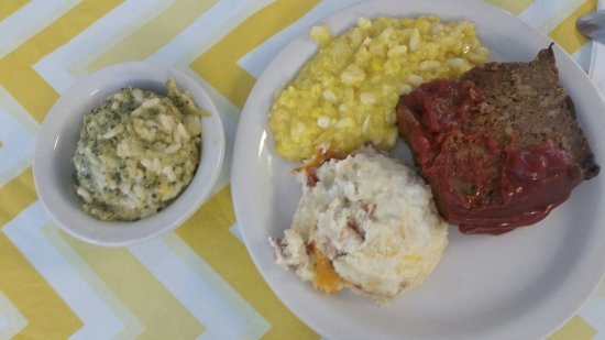Lunch at Oil Lamp Perry GA - Picture of Oil Lamp Restaurant, Perry ...