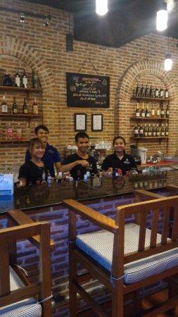 Stung Sangka Hotel: Wonderful bar staff