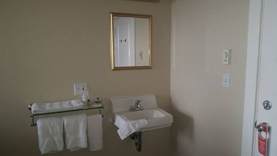 Port Angeles Downtown Hotel: Inside room