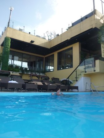 Hanoi Tirant Hotel: Refreshing dip in roof top Pool!