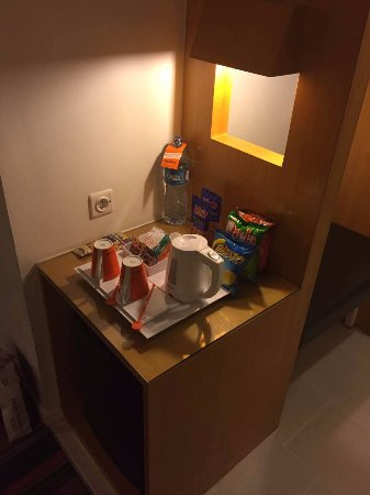 HARRIS Suites FX Sudirman: 迷你吧