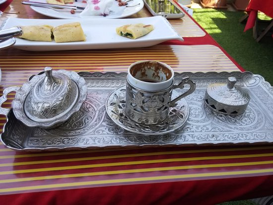 Ada Hotel Istanbul: Turkish coffee and baklava for breakfast :-)